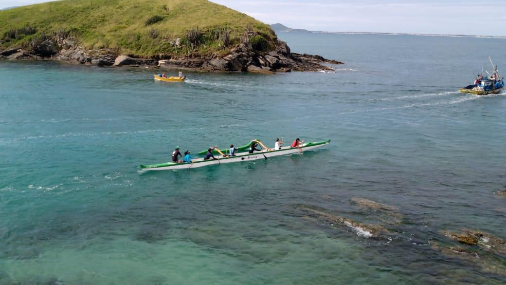 Canoa havaiana: benefícios, regras e como praticar