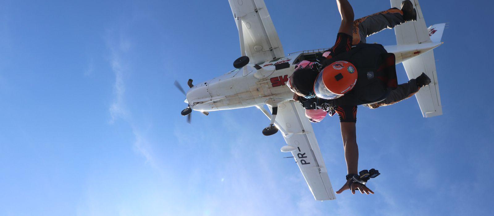 Salto livre de paraquedas!